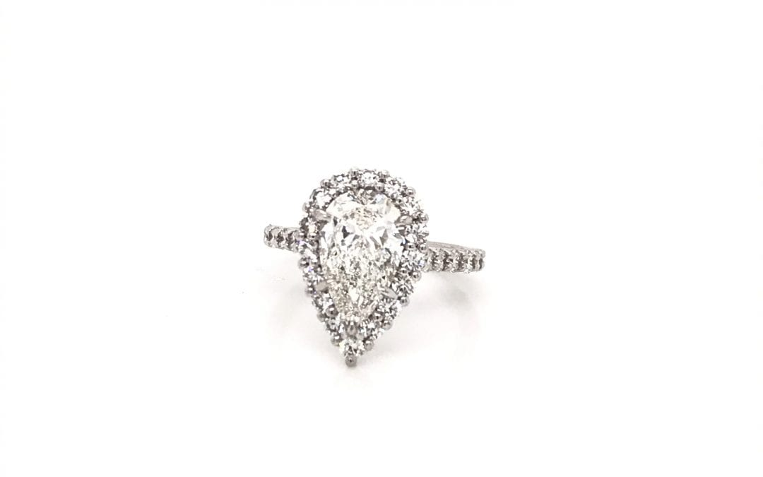 Guide to Pear Shape Engagement Rings