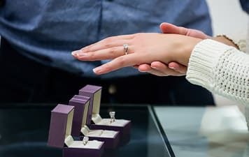 Top 10 Dont's when buying an Engagement